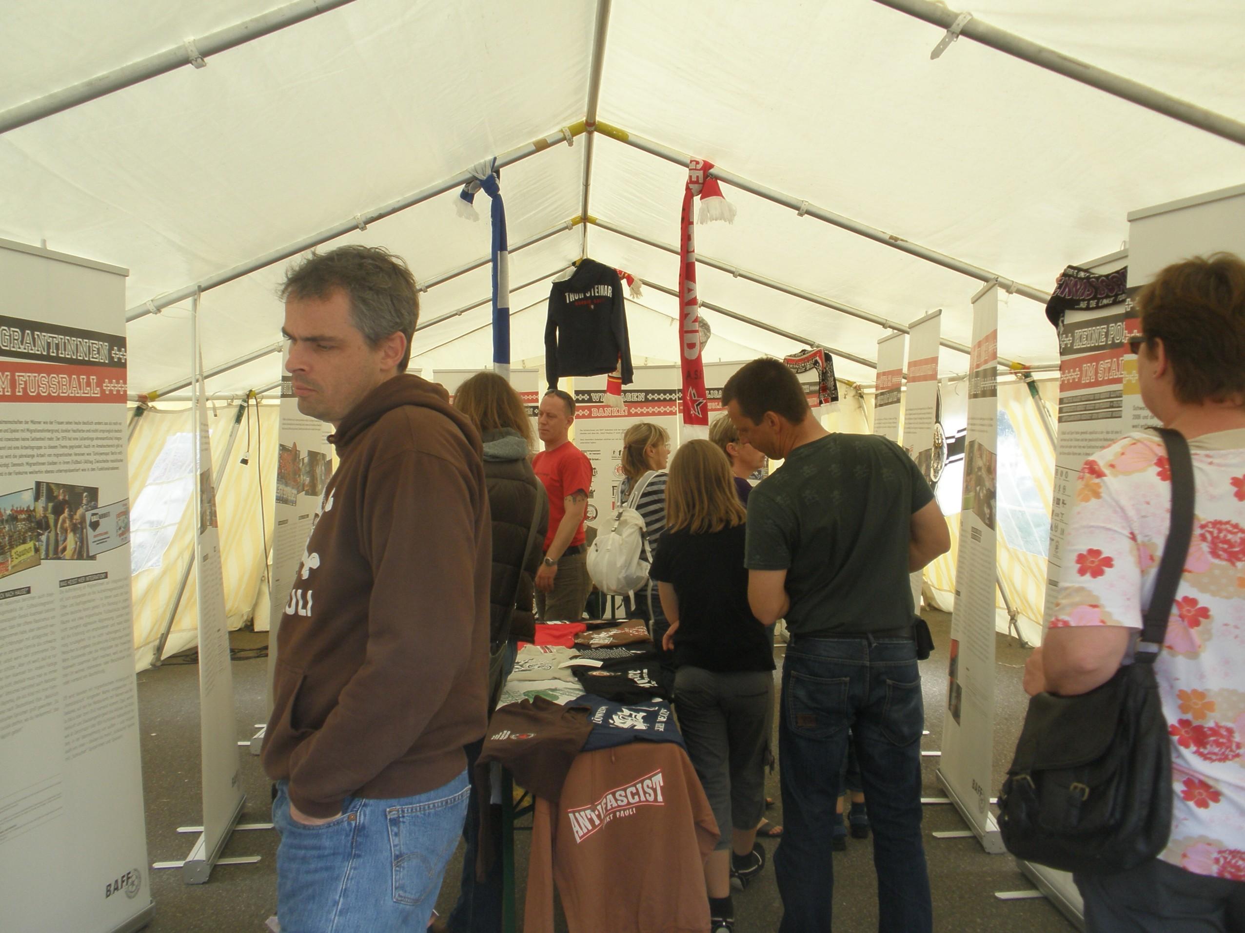 Im Zelt auf dem Vereinsfest
